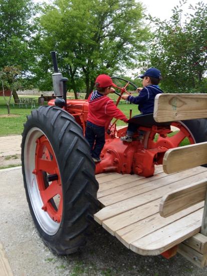 Mocadeaux - Wagner Farm tractor