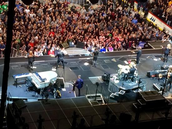 Springsteen concert house lights up