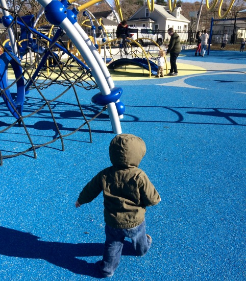 Mocadeaux - Andy at the playground