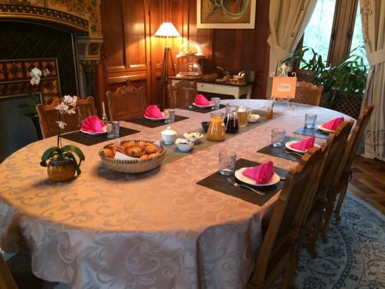 Château de La Rivière breakfast